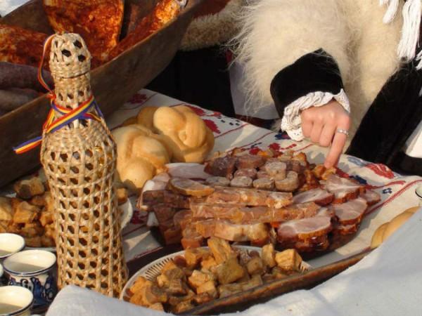 Masa traditional de Craciun in Apuseni; sursa foto: descoperalocuri.ro