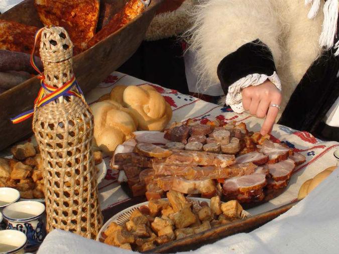 Image result for masa traditionala de craciun la romani