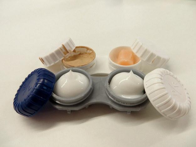 Impacheteaza-ti cosmeticele in recipiente mici