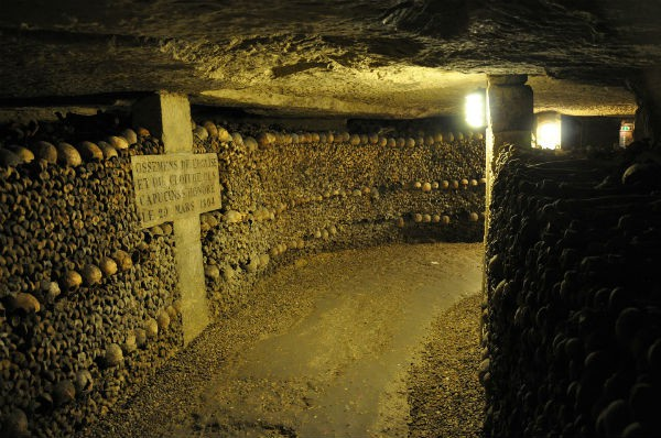 catacombs city break paris