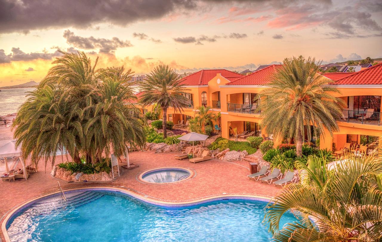 resort-906109_1280