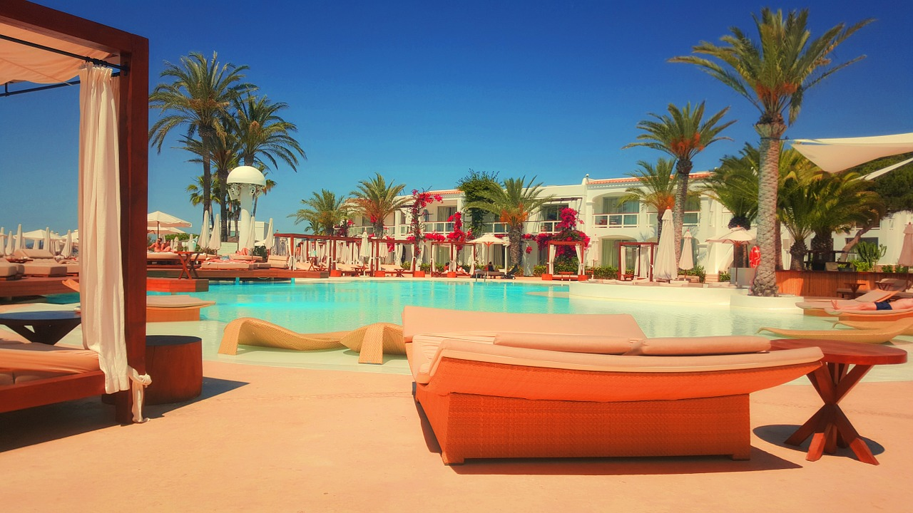 resort-918952_1280