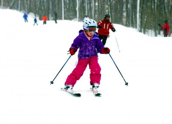copil pe partia de schi