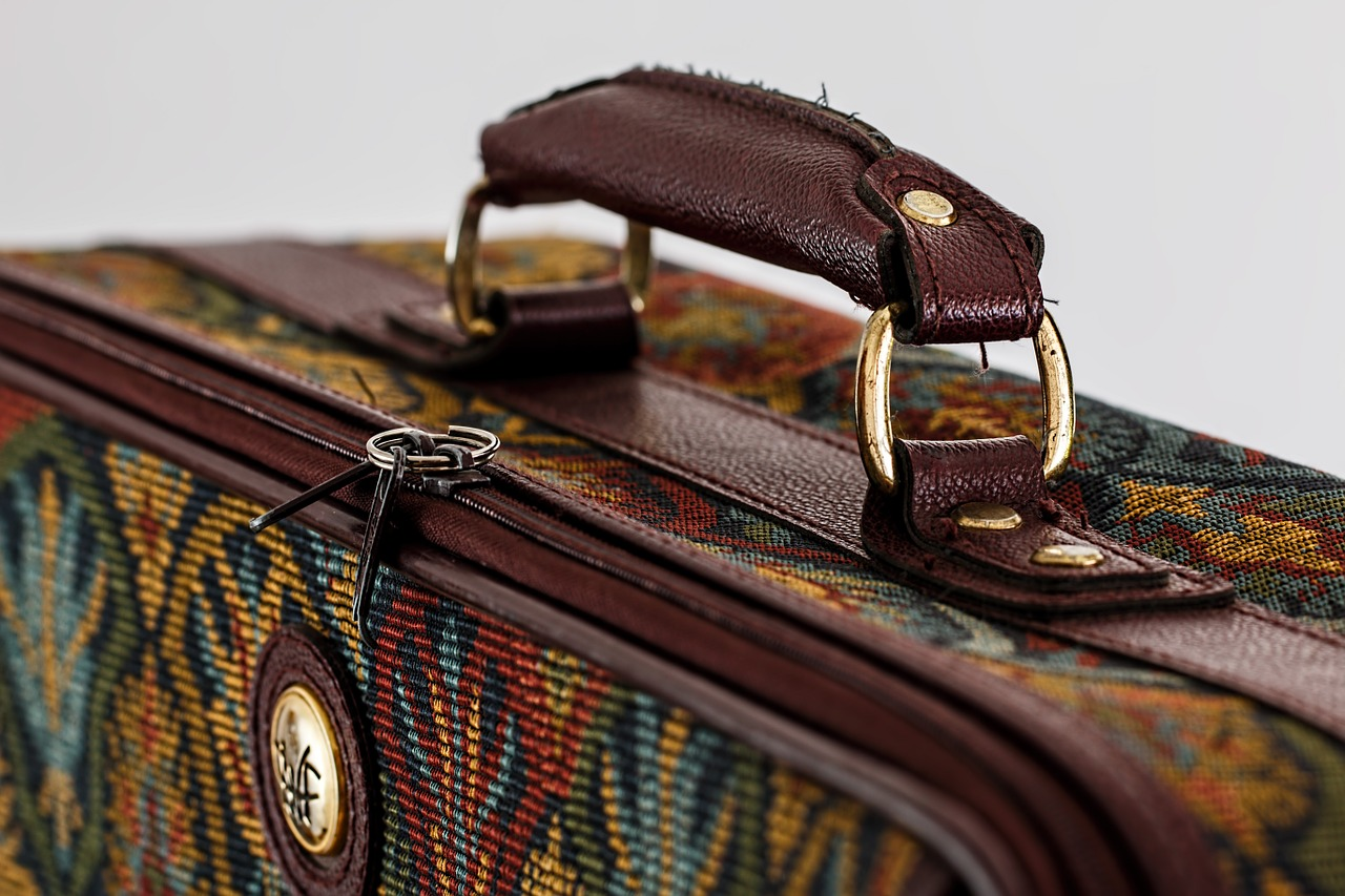 suitcase-468445_1280 (1)